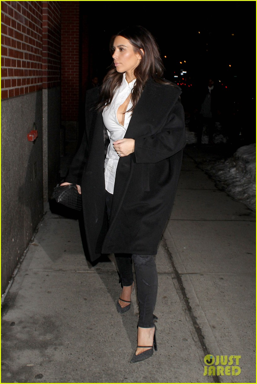 kim kardashian stays in nyc while kanye west continues tour 12