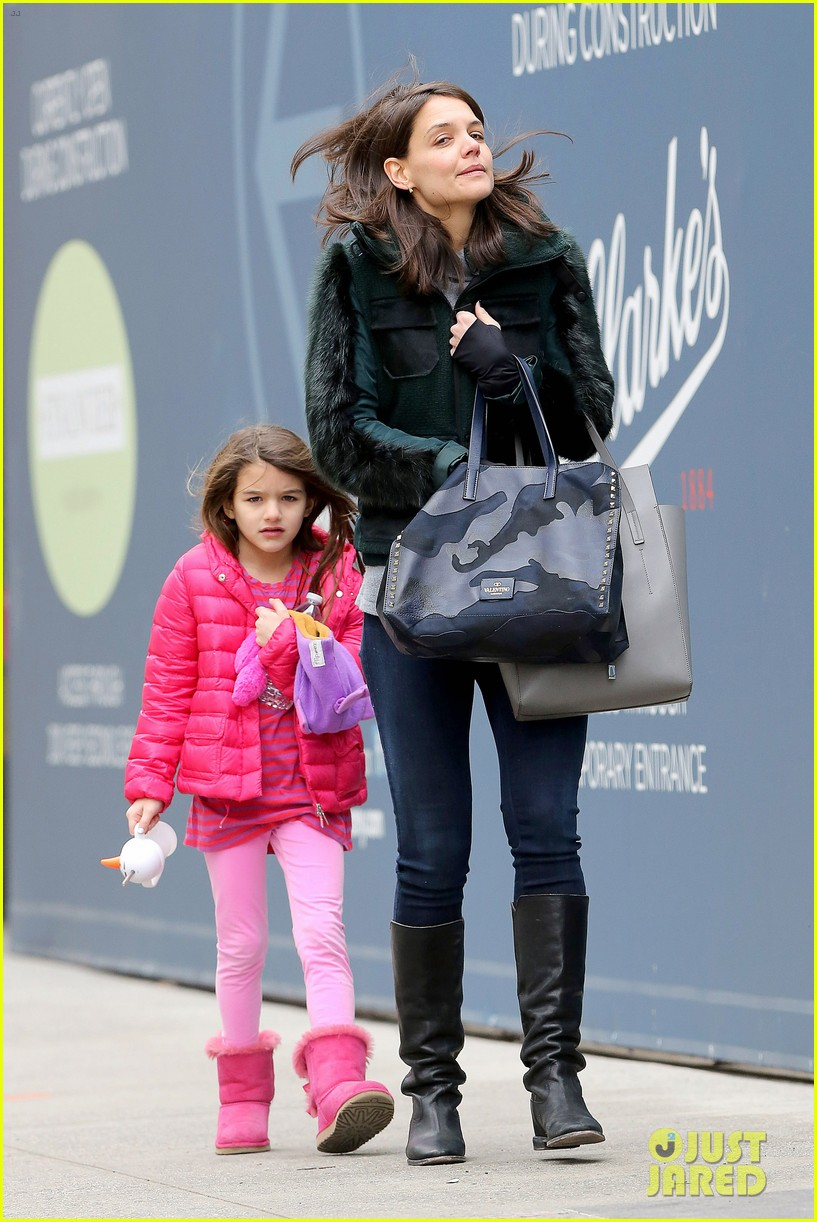 katie holmes ice skating play date with suri 10