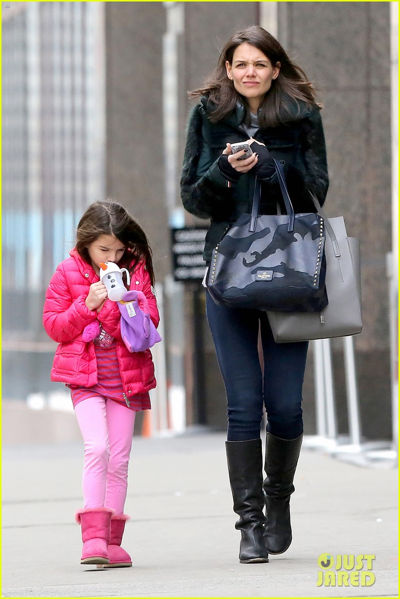 katie holmes ice skating play date with suri 223050340