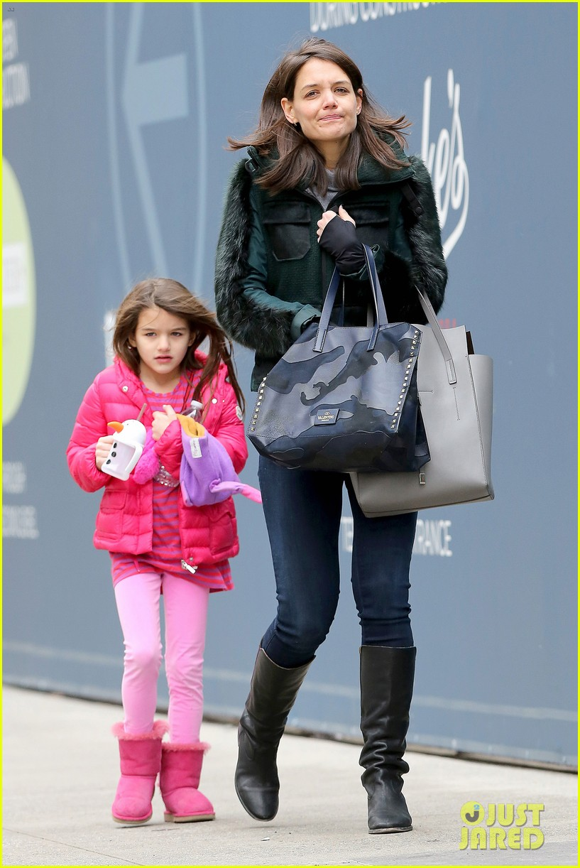 katie holmes ice skating play date with suri 26