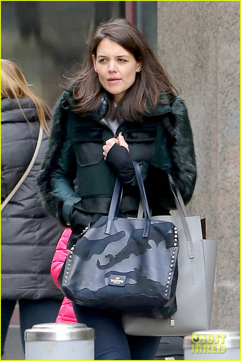 katie holmes ice skating play date with suri 353050353