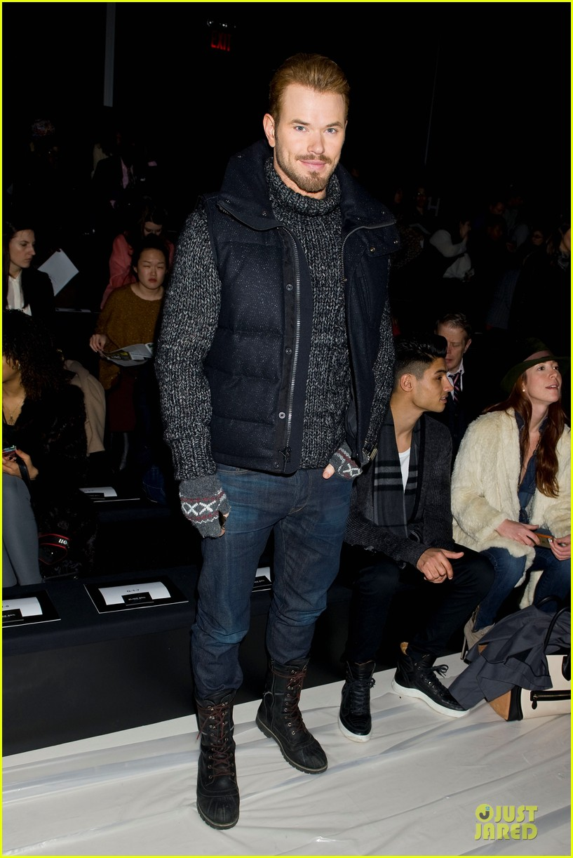kellan lutz black sail by nautica fashion show 023049284