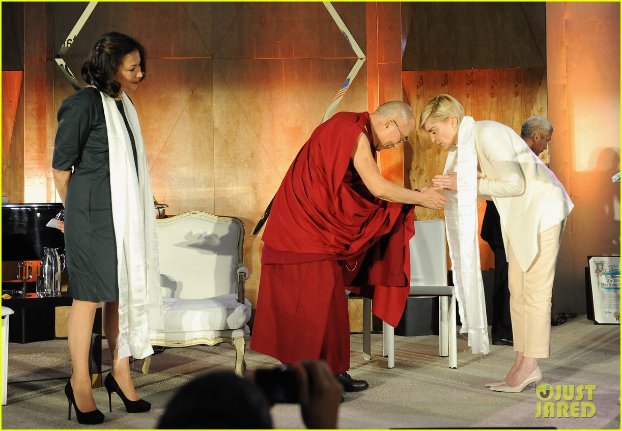 naomi watts anna kendrick dalai lama event with sharon stone 09
