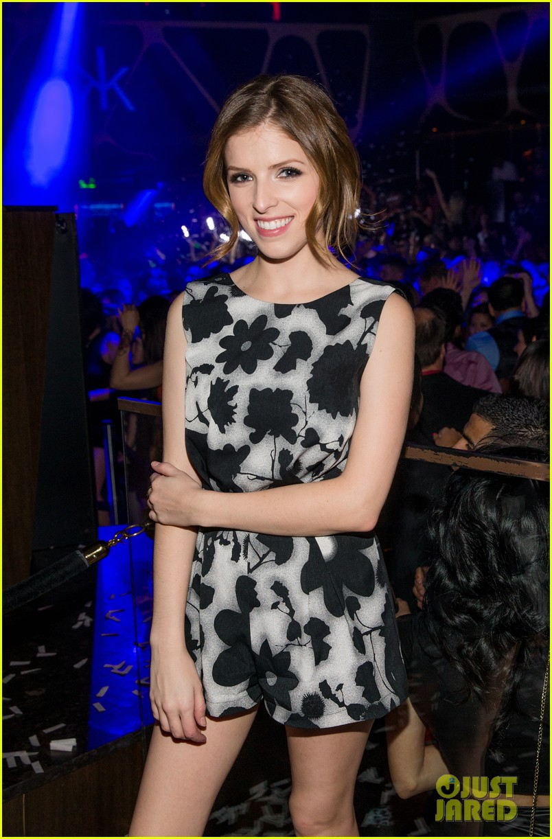 anna kendrick miles teller spend evening at hakkasan in las vegas 063059412