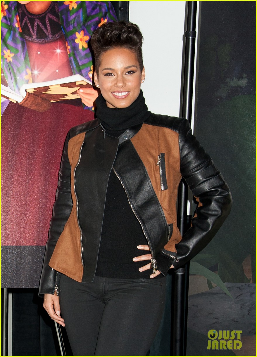 alicia keys debuts unreleased song for valentines day 033054752