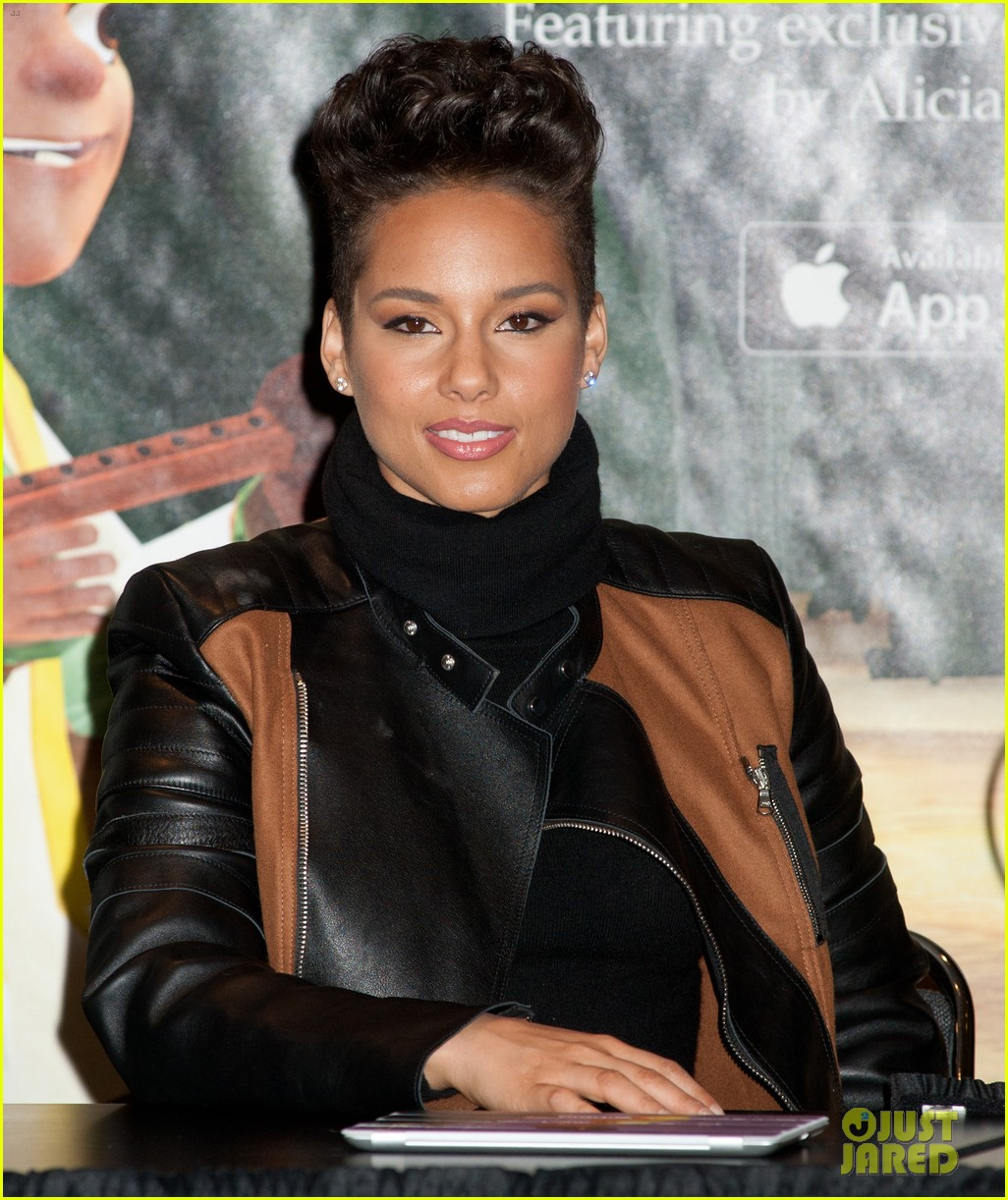 alicia keys debuts unreleased song for valentines day 07