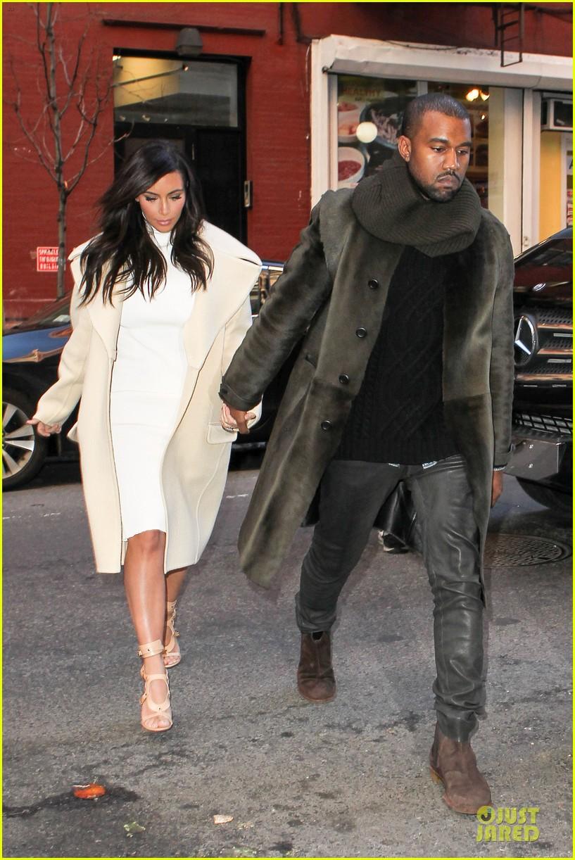 kim kardashian kanye west hold hands at abc kitchen 06