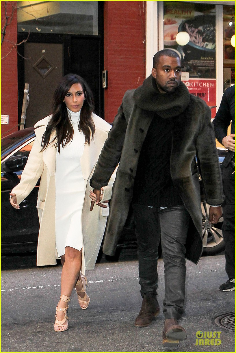 kim kardashian kanye west hold hands at abc kitchen 07