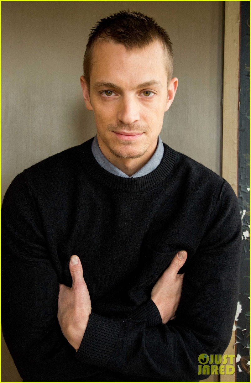 joel kinnaman robo chokes french interpreter on live tv 053050037