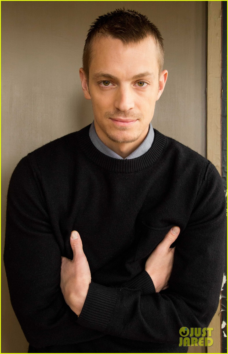 joel kinnaman robo chokes french interpreter on live tv 06