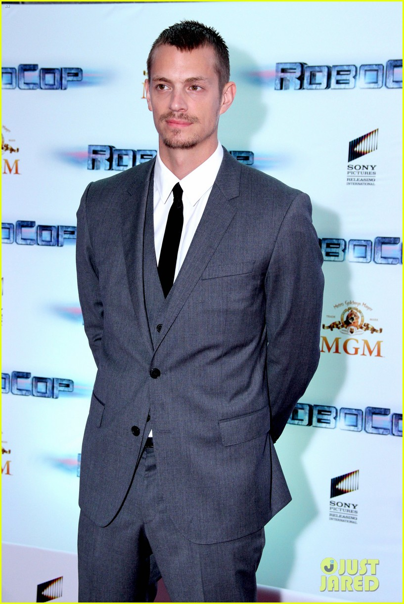 joel kinnaman suits up for robocop premiere in rio 043056428