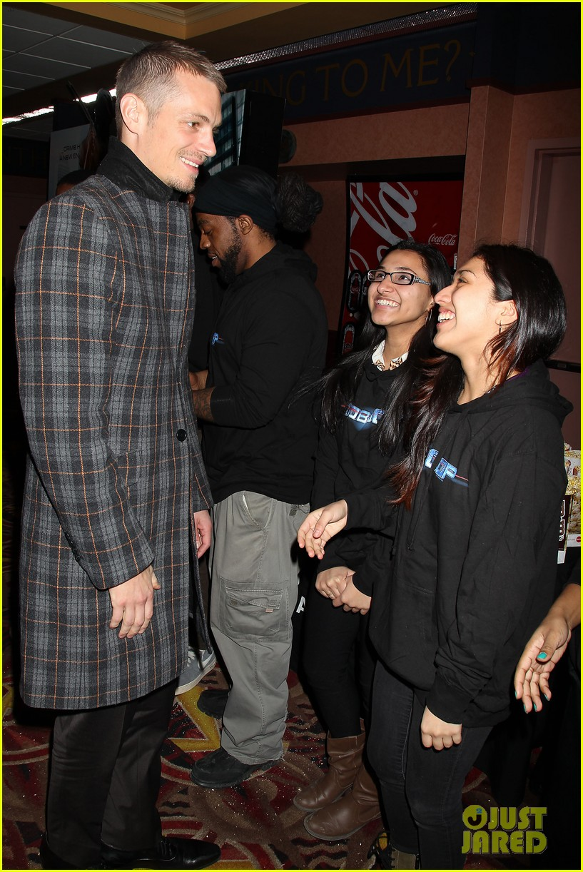 joel kinnaman surprises young fans at robocop screening 08