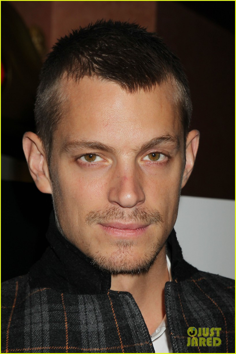 joel kinnaman surprises young fans at robocop screening 16