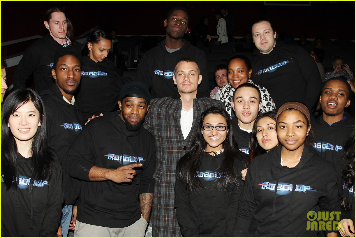 joel kinnaman surprises young fans at robocop screening 233052671