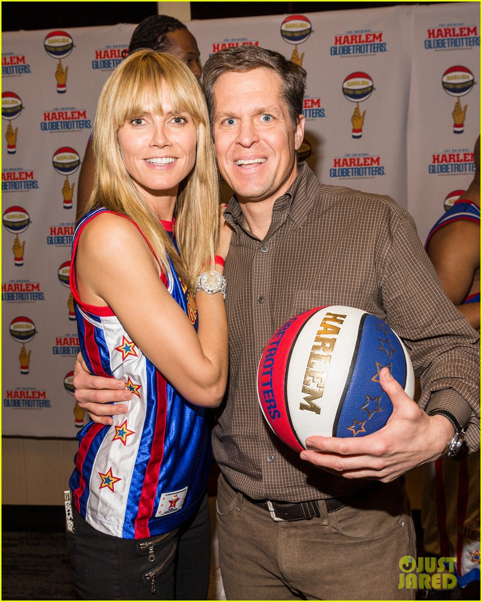 heidi klum has fun day with the harlem globetrotters 04