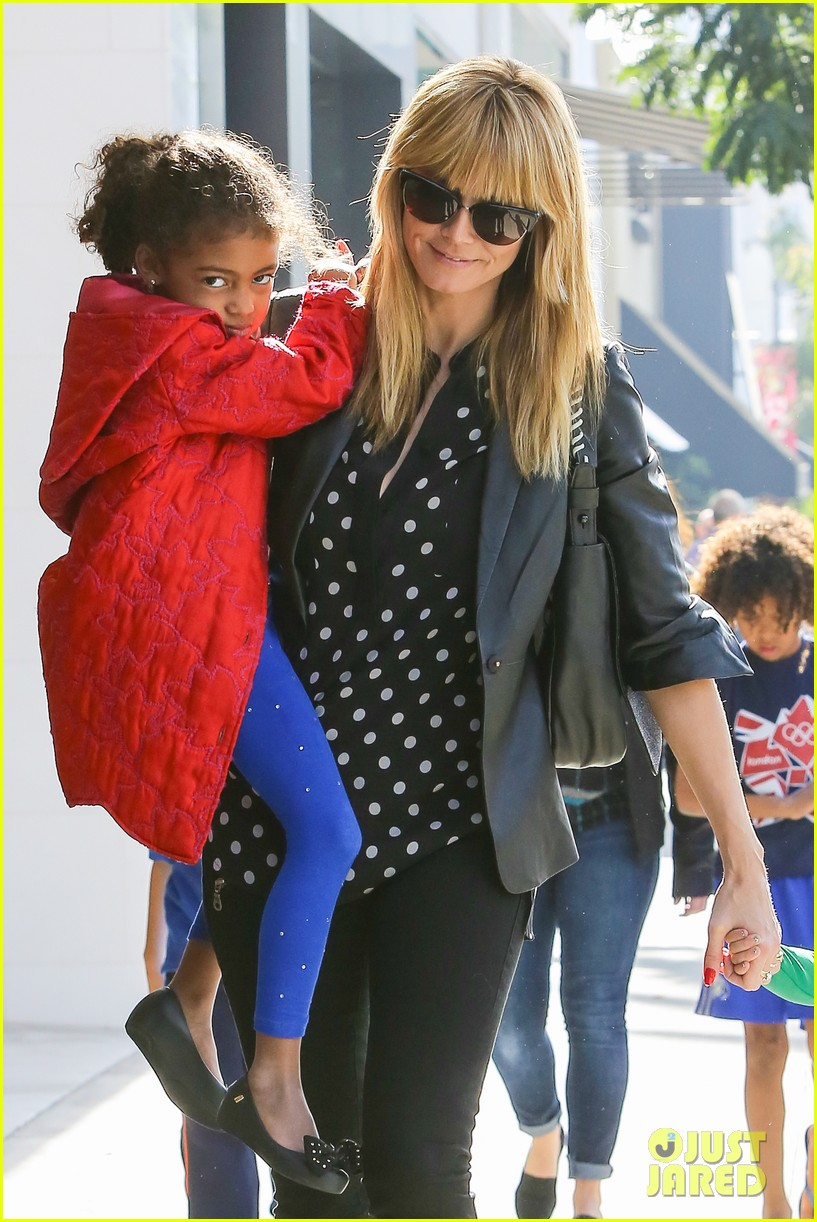 heidi klum has fun day with the harlem globetrotters 113055015