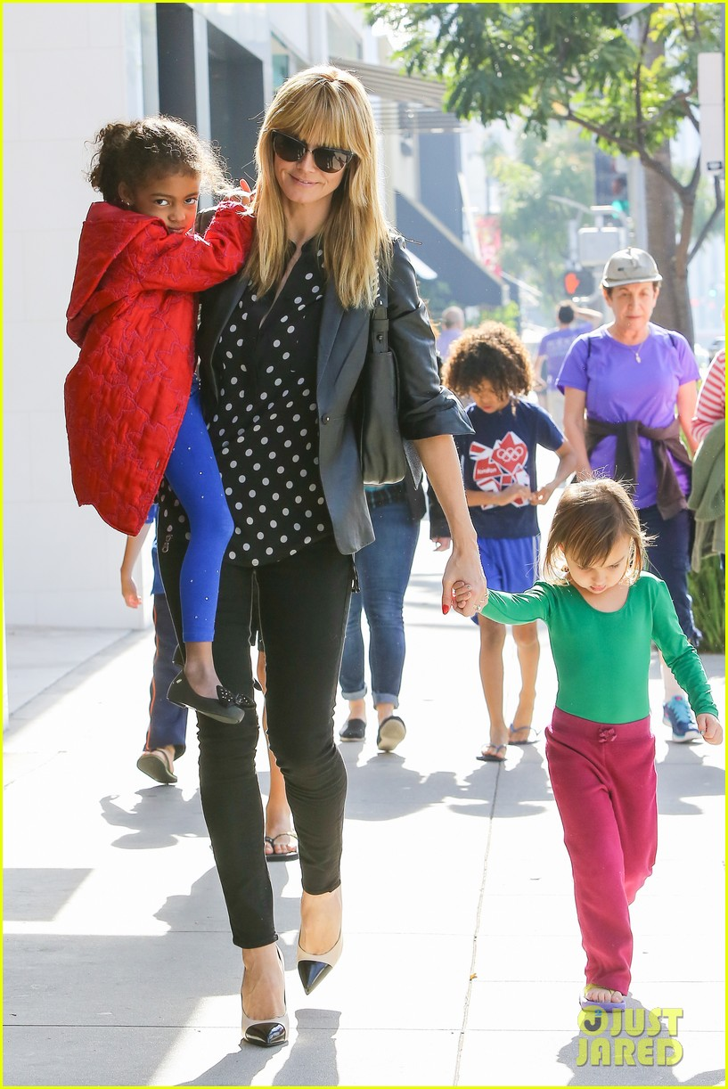 heidi klum has fun day with the harlem globetrotters 14