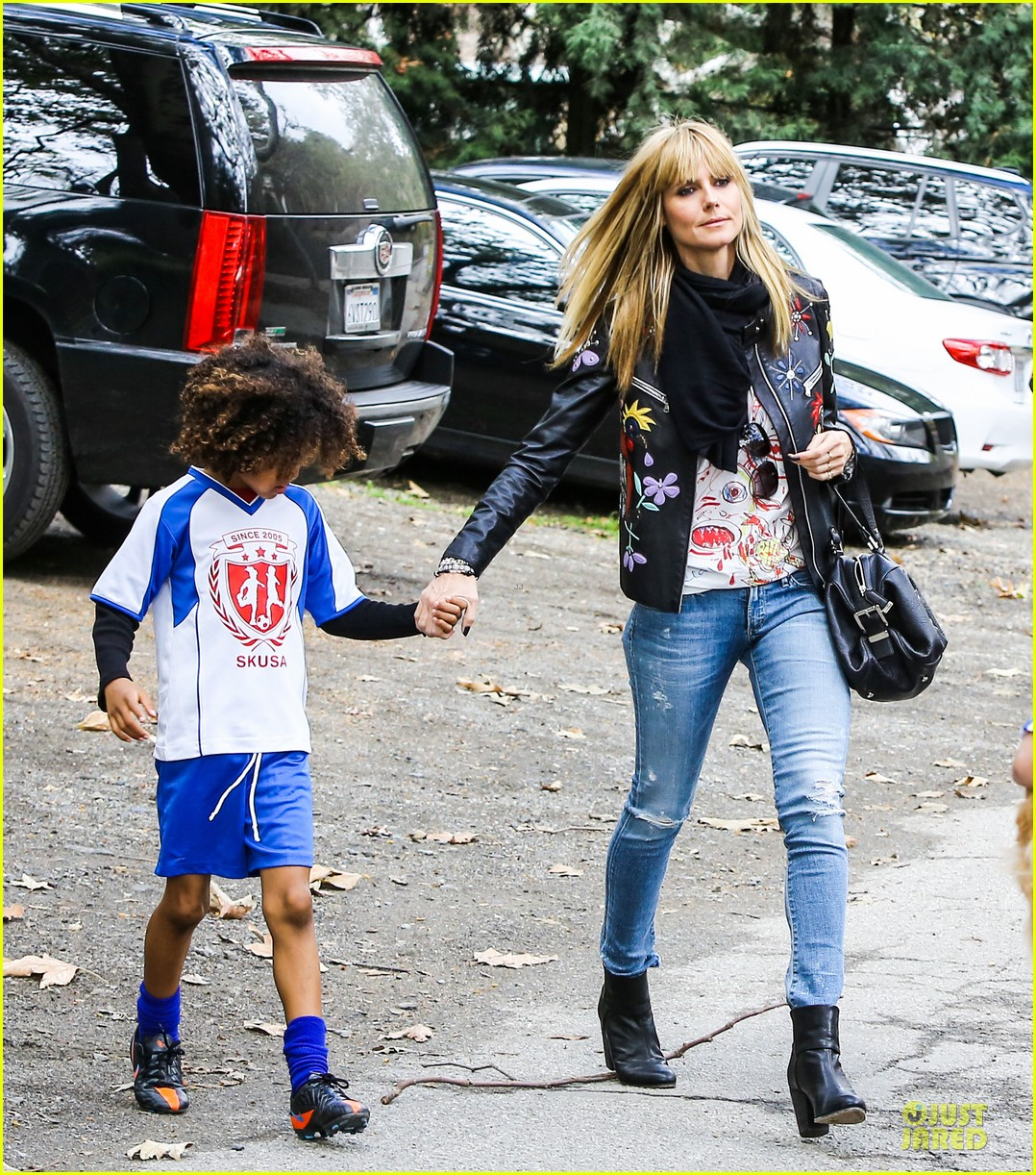 heidi klum soccer mom at leni johan saturday game 04