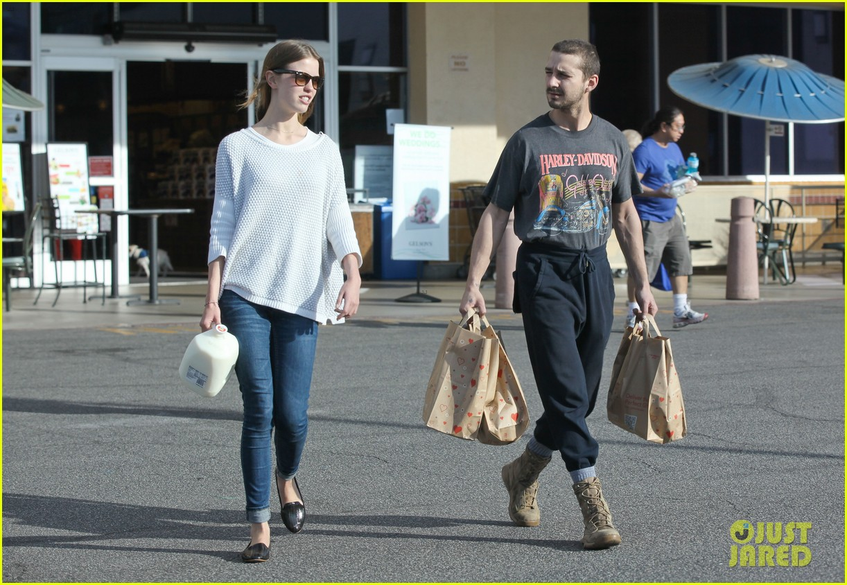 shia labeouf girlfriend mia goth pda pair while shopping 05