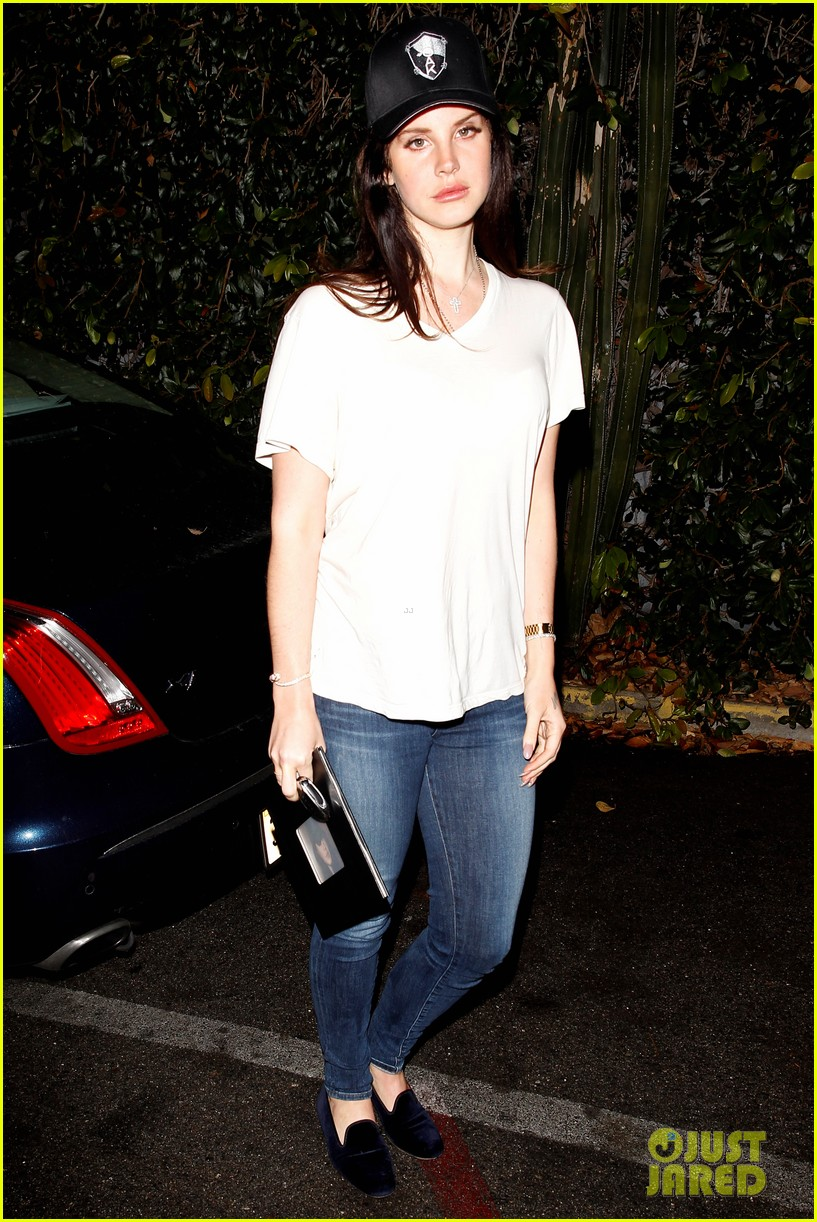 lana del rey spends thursday shopping partying 01