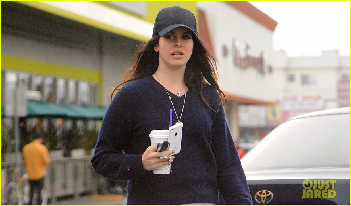 lana del rey spends thursday shopping partying 023049081