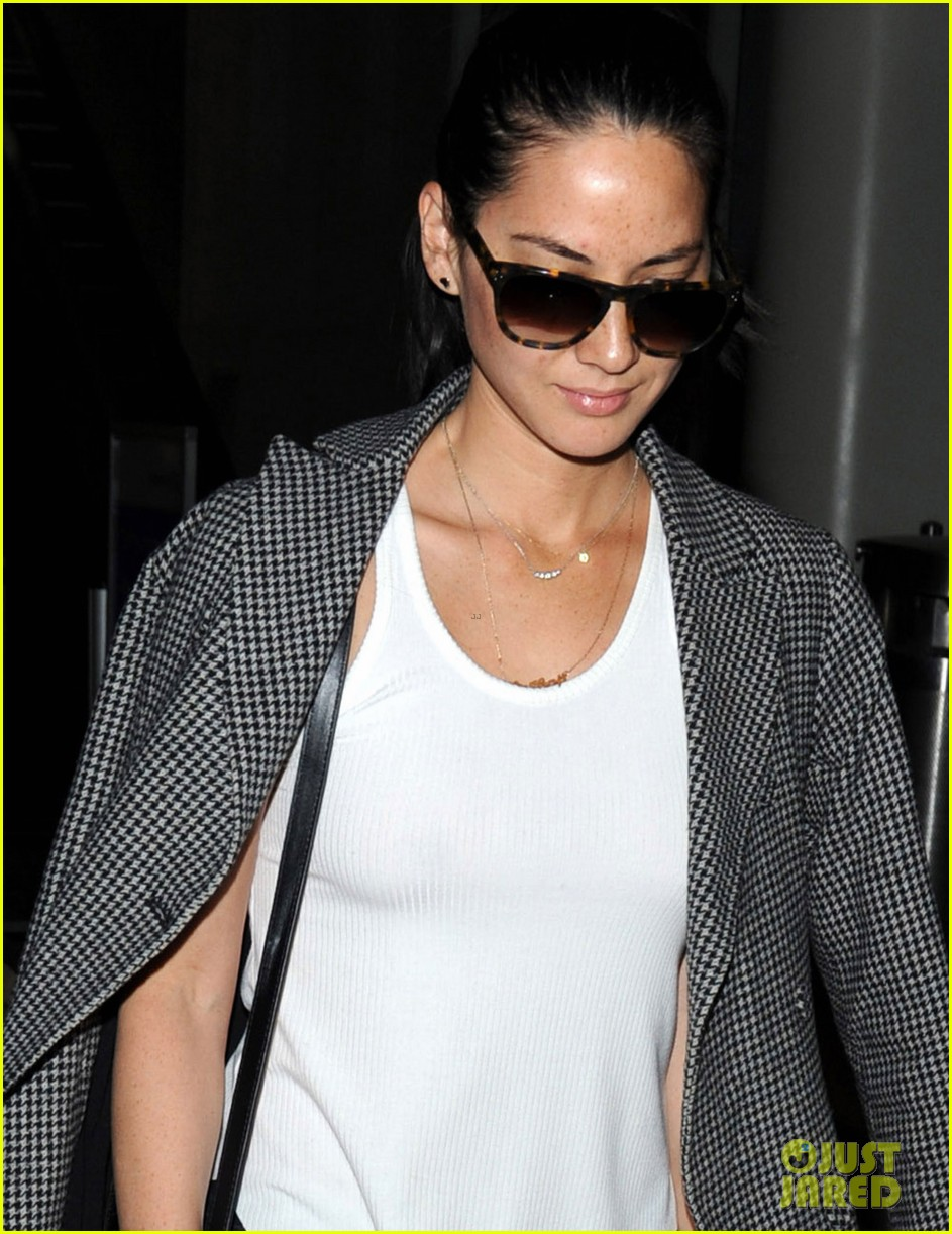 joel kinnaman on girlfriend olivia munn shes a hoot 01