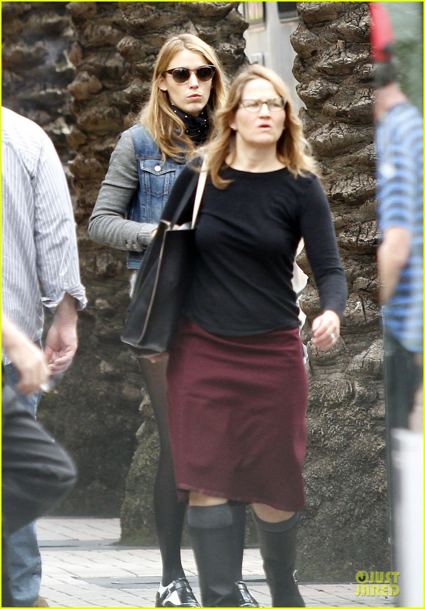 blake lively visits ryan reynolds on mississippi grind set 013055856