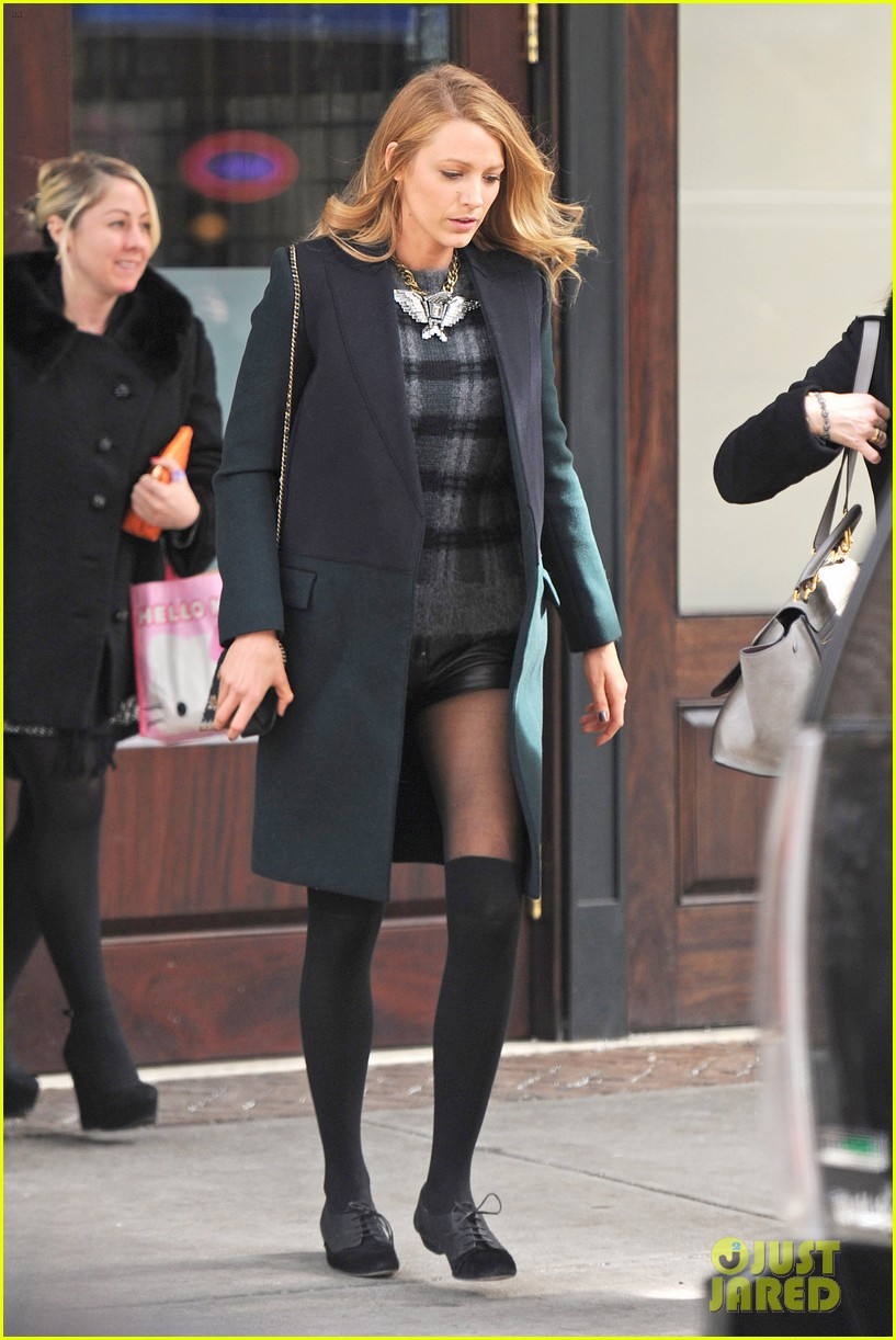 blake lively wears super short shorts in freezing new york 033052556