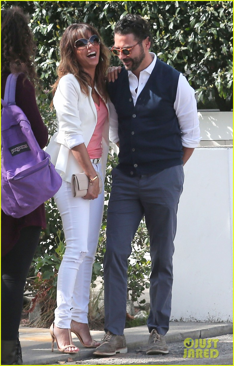 eva longoria jose baston share romantic kiss after brunch 16