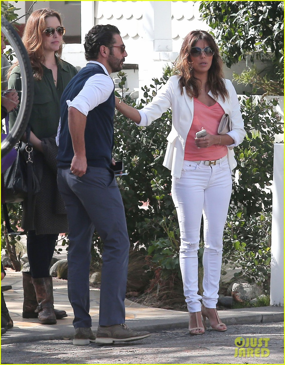 eva longoria jose baston share romantic kiss after brunch 193054954