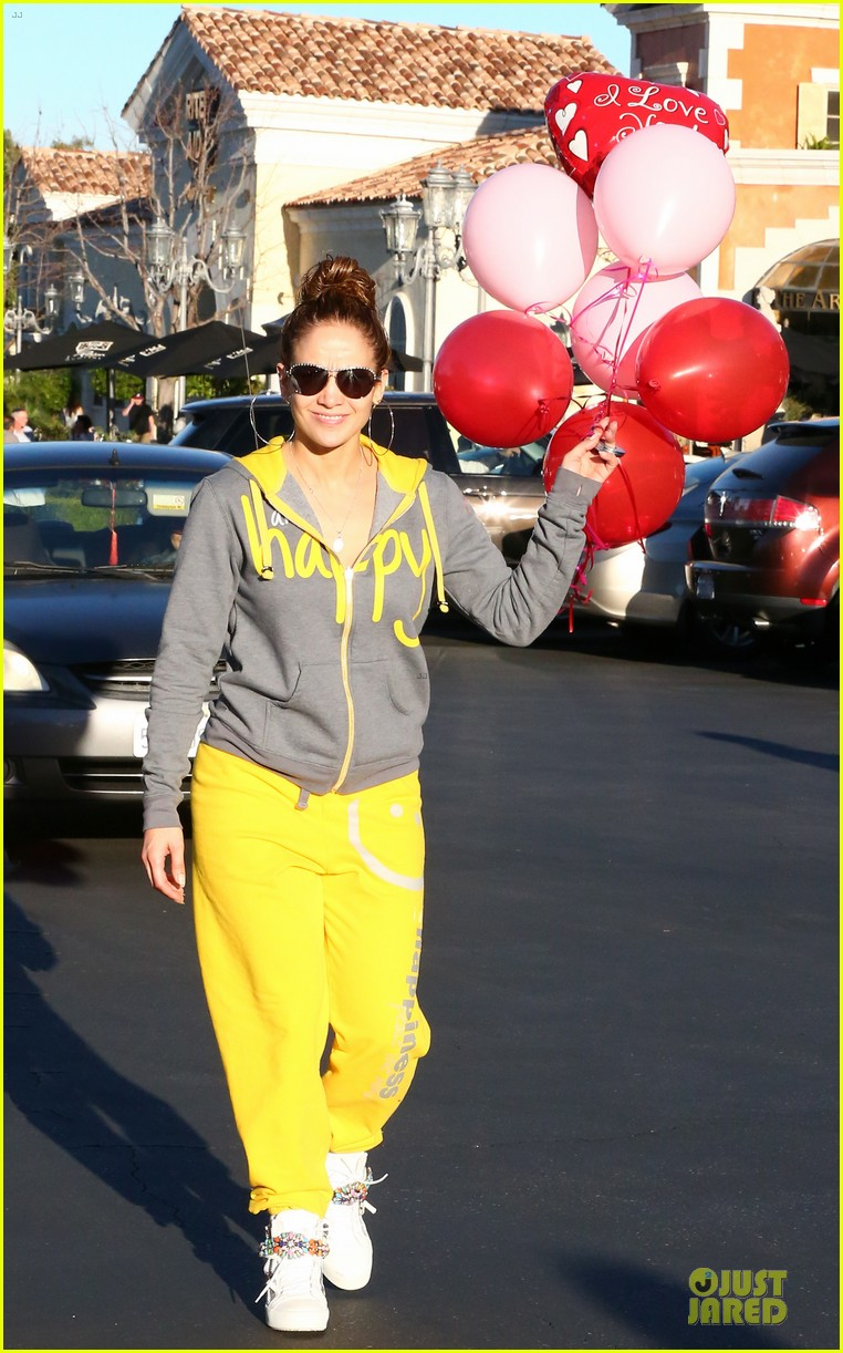 jennifer lopez valentine day lunch with mom guadalupe 01
