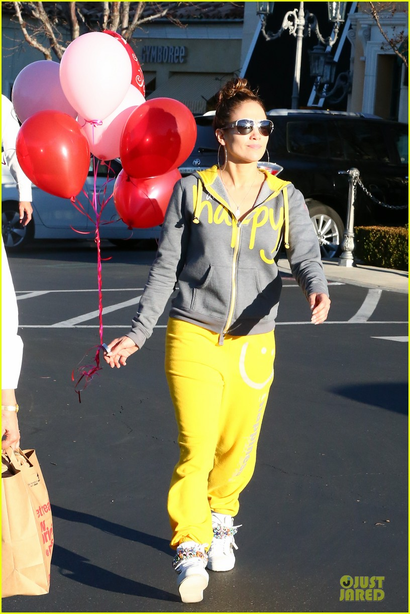 jennifer lopez valentine day lunch with mom guadalupe 183053627