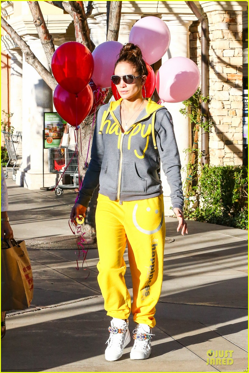 jennifer lopez valentine day lunch with mom guadalupe 283053637