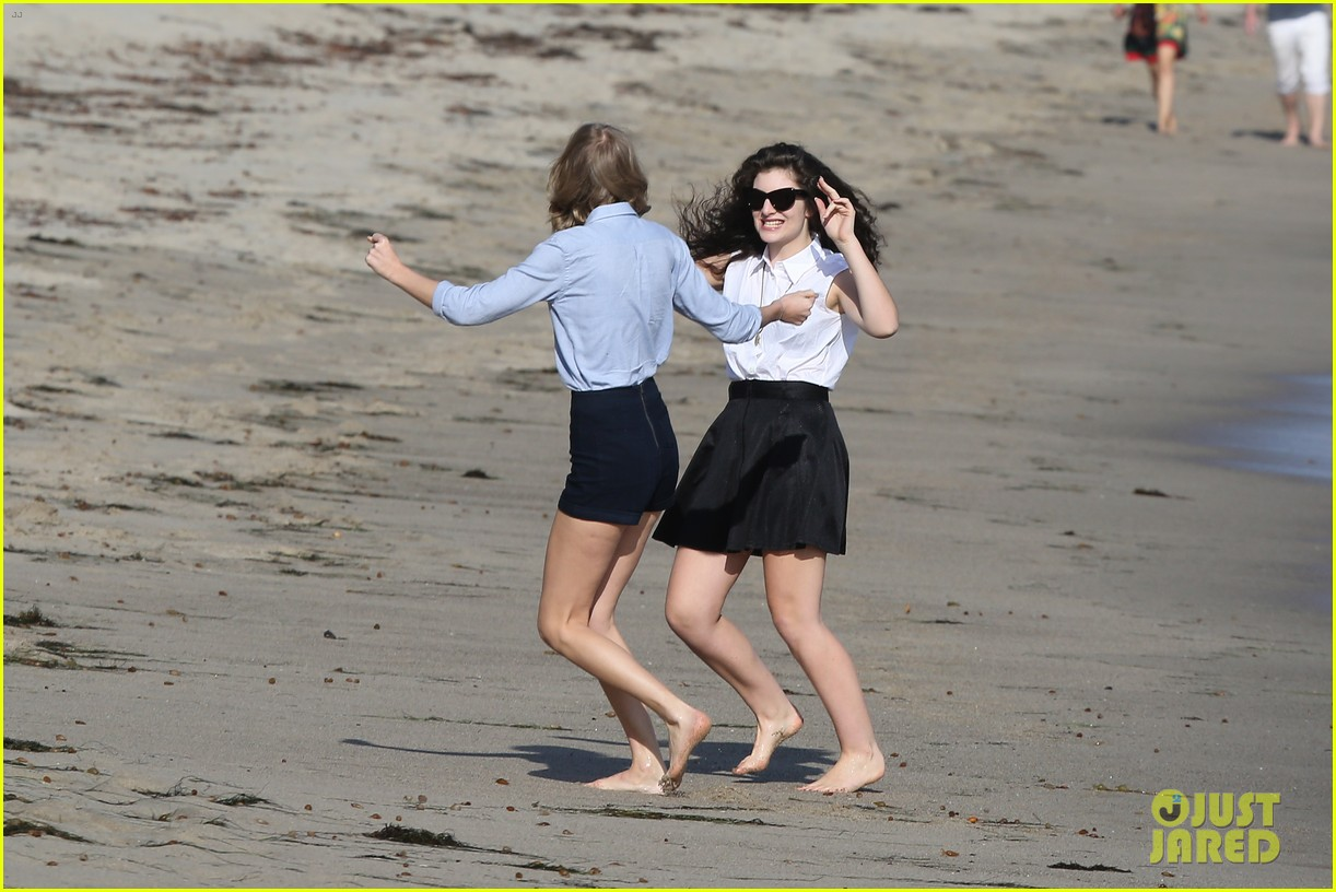 lorde gets breakfast with kiernan shipka after beach day with taylor swift 103059837