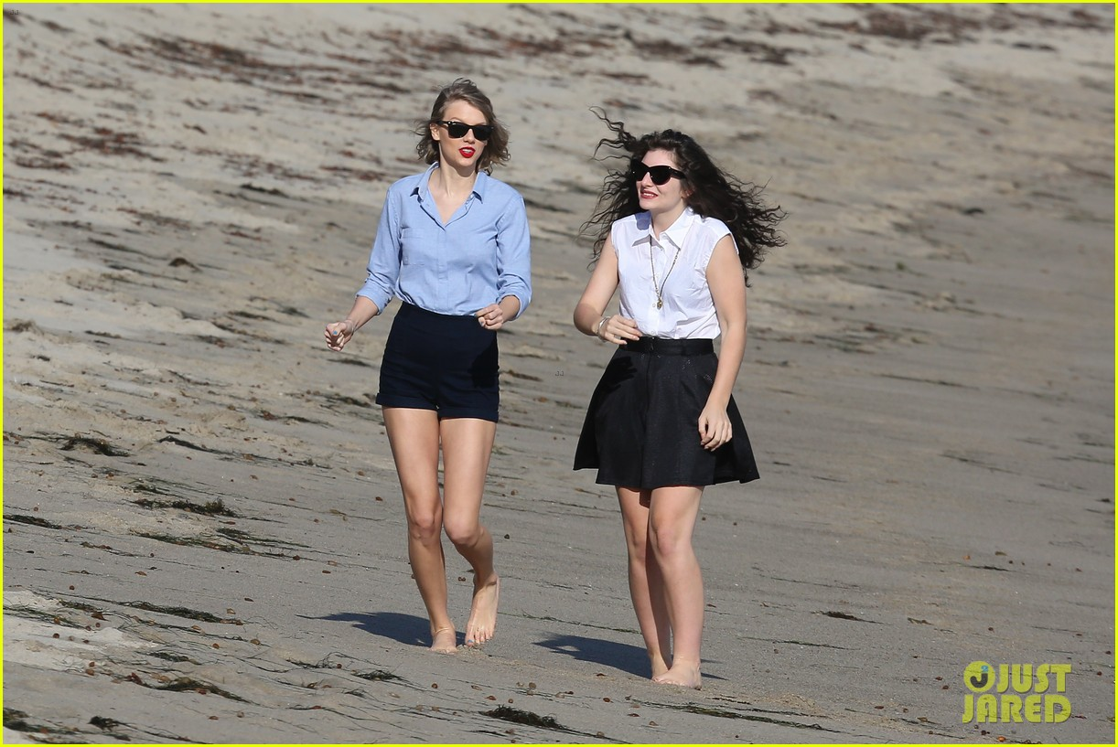 lorde gets breakfast with kiernan shipka after beach day with taylor swift 223059849