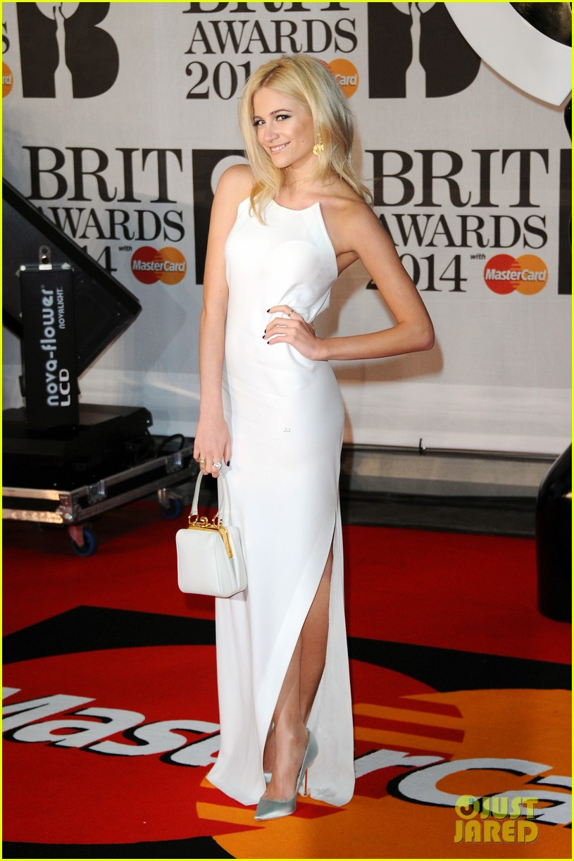 daisy lowe pixie lott brit awards 2014 red carpet 063056360