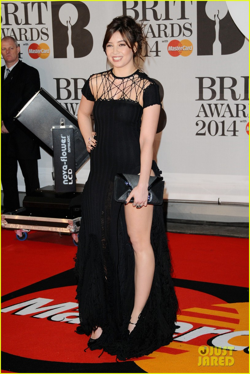 daisy lowe pixie lott brit awards 2014 red carpet 073056361