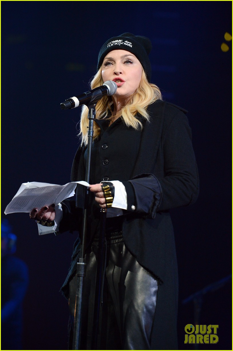 madonna speaks at the amnesty international concert 043048471