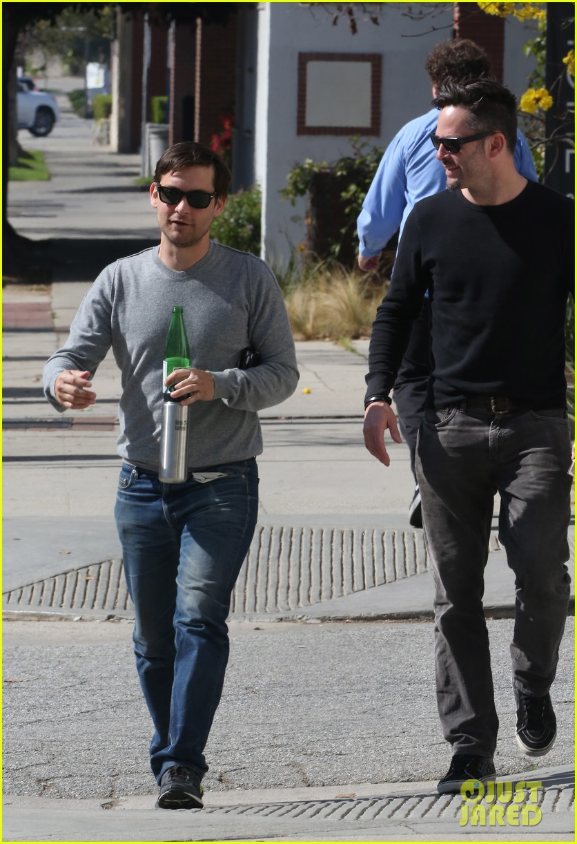 tobey maguire gets in some guy time lunches with a pal 033053348