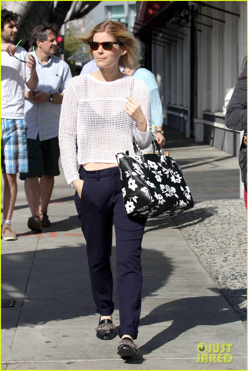 kate mara steps out after binging on house of cards season 2 07
