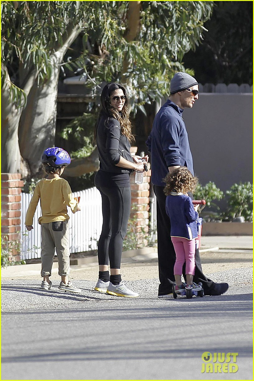matthew mcconaughey his family work on their fitness together 033058985