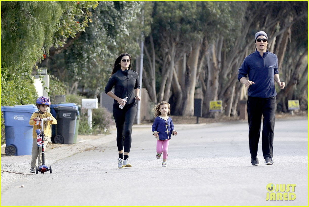matthew mcconaughey his family work on their fitness together 07