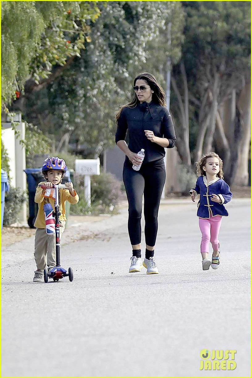 matthew mcconaughey his family work on their fitness together 17