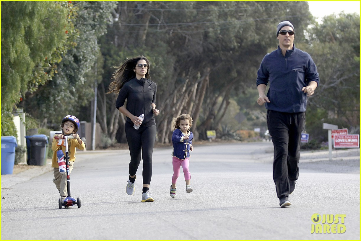 matthew mcconaughey his family work on their fitness together 25
