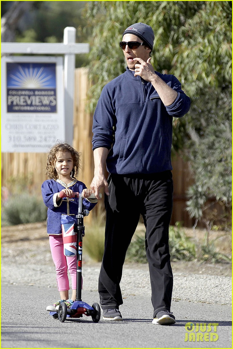 matthew mcconaughey his family work on their fitness together 273059009