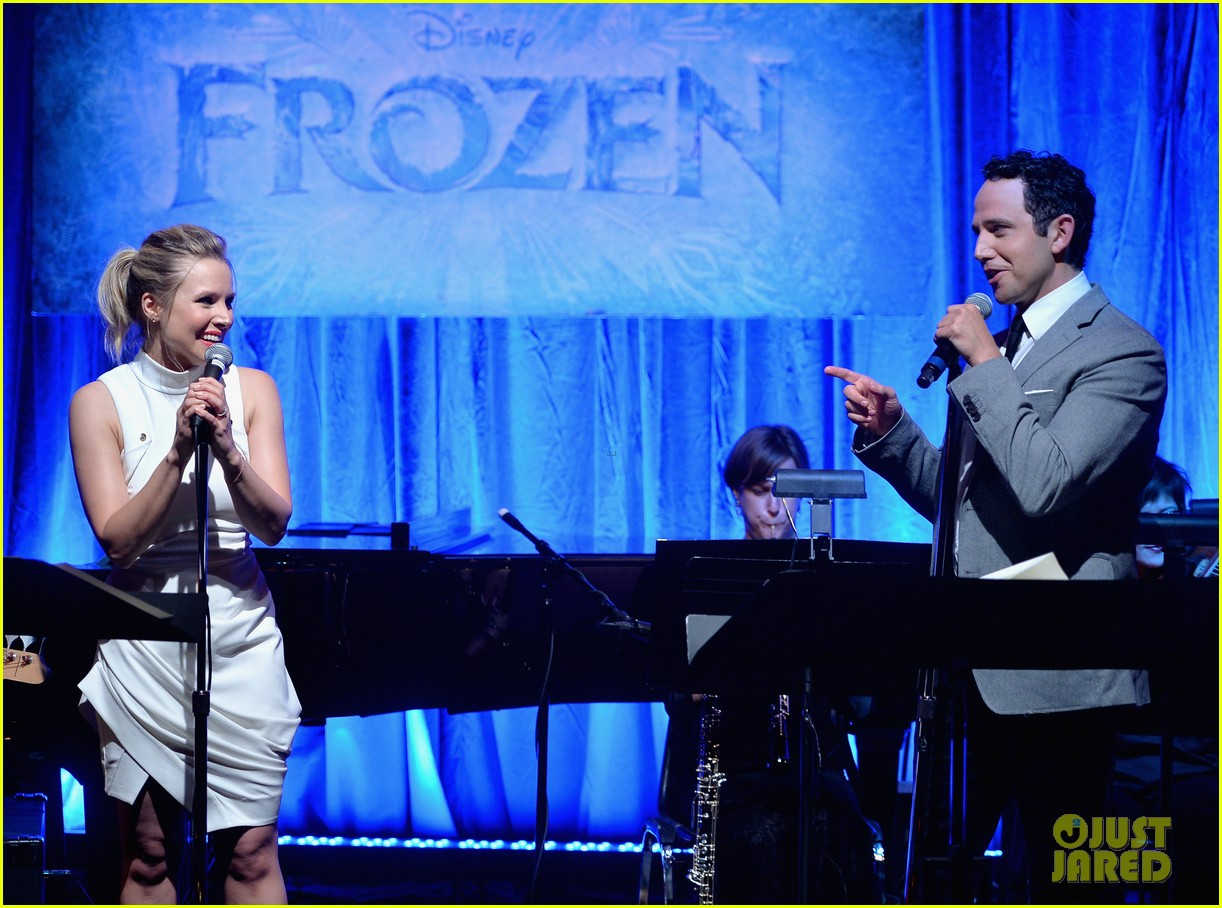 idina menzel sings let it go for frozen cast reunion 26