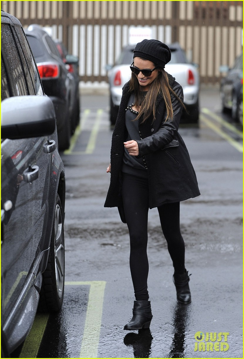 lea michele heather morris walk arm in arm in rainy la 03