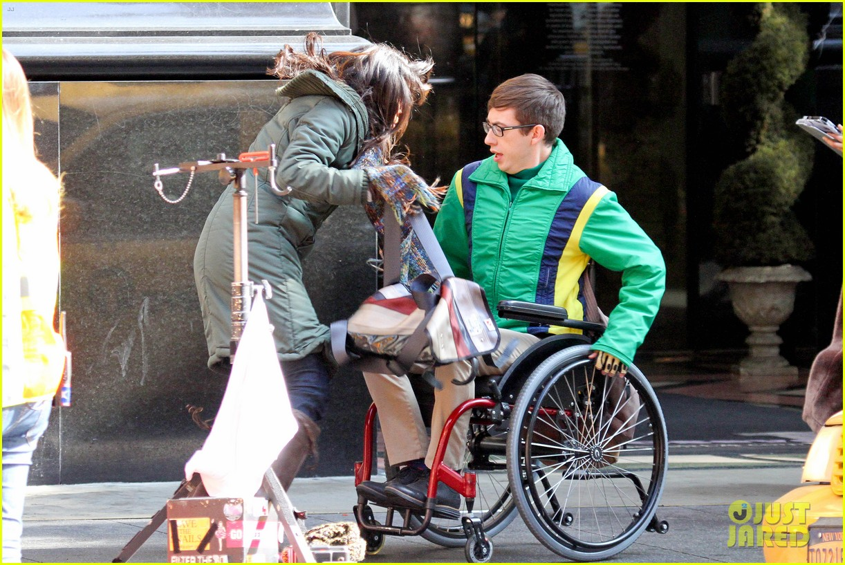 lea michele films glee new york scenes with kevin mchale 06