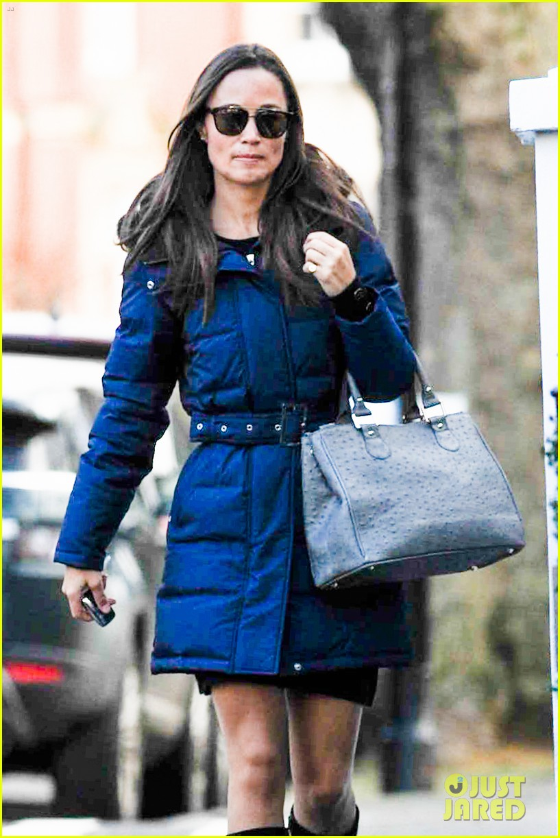 pippa middleton braves cold london weather in short skirt 043053000