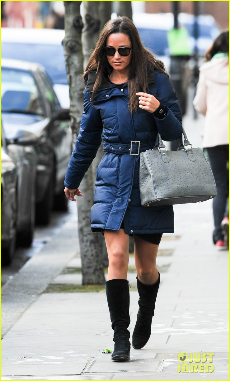 pippa middleton braves cold london weather in short skirt 14